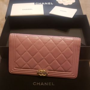 Chanel boy wallet